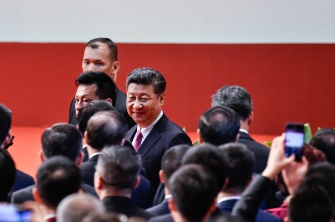 El líder chino Xi Jinping asiste a una ceremonia de inauguración en Hong Kong, China el 1 de julio de 2017. (Keith Tsuji / Getty Images)