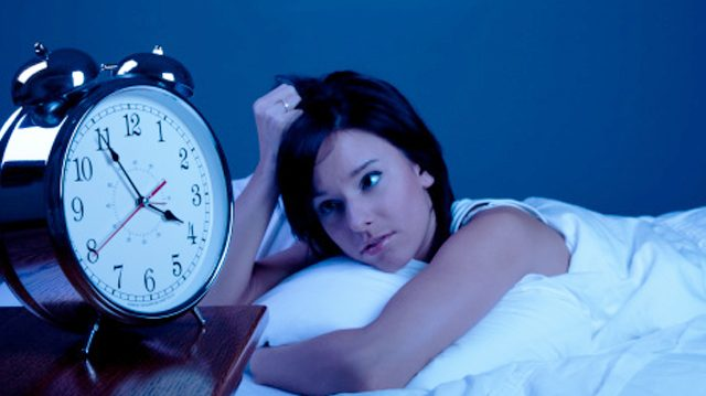 Por qué te despiertas en diferentes horarios de la madrugada o no puedes dormir