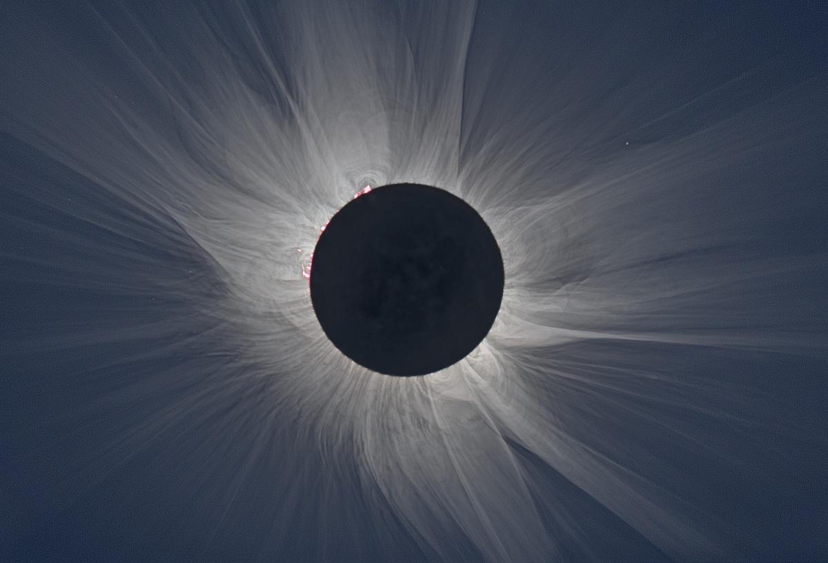 (Eclipse total de Sol, Foto de M. Druckmüller, NASA. )