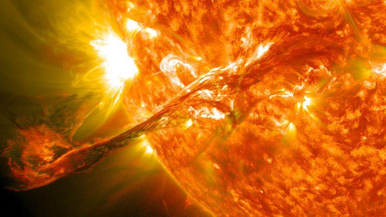 Científicos de la Universidad de Hardvard advirtieron sobre las consecuencias devastadoras de una súper llamarada solar que tiene altas probabilidades de ocurrir en el futuro. Ésta podría tener consecuencias devastadoras para la humanidad. (NASA Goddard Space Flight Center)