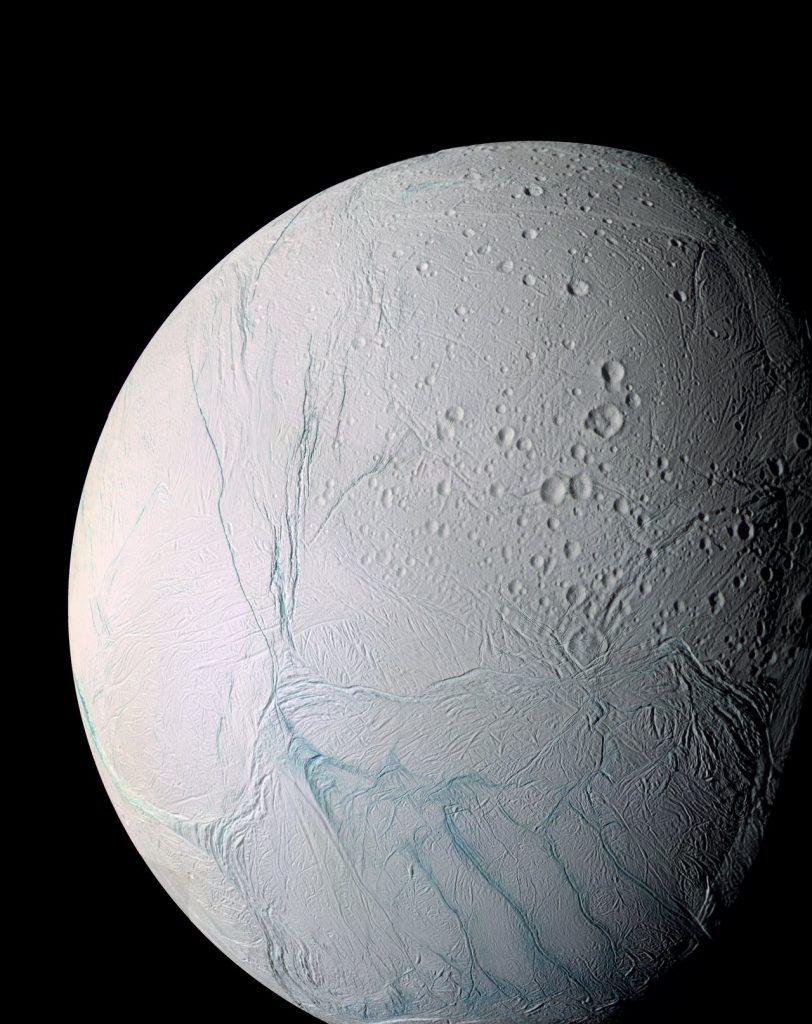 """La misteriosa luna """"Encélado"""" de Saturno (Foto de NASA)"""