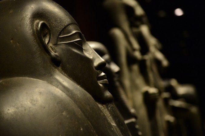 Sarcófagos en la sala de estatuas del Museo Egipcio de Turín, el 7 de noviembre de 2013. (Giuseppe Cacace/AFP/Imágenes Getty)