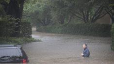 """Harvey avanza sobre EE.UU.: """"Es la inundación más devastadora en la historia de Houston"""""""