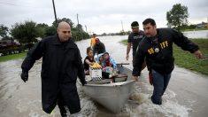 Harvey vuelve a tocar tierra firme en Luisiana y se esperan más inundaciones