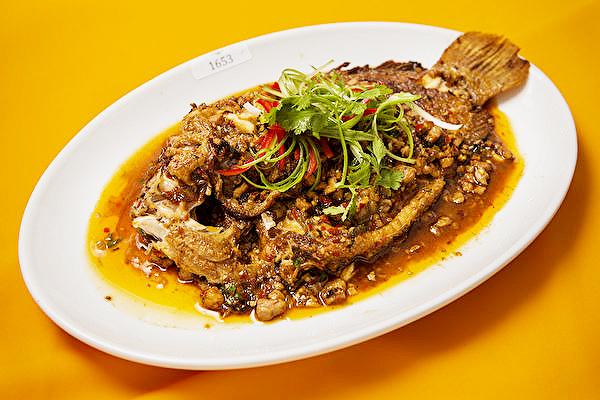 Cocina de Sichuan: pescado casero con carne de cerdo picada