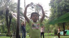 ¿Por qué un niño de nueve años y su abuela están demandando al ex dictador chino?