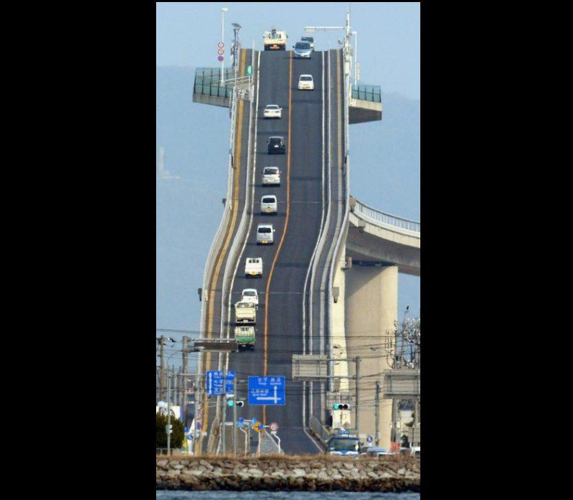¿Una montaña rusa para autos? No, es un puente de Japón