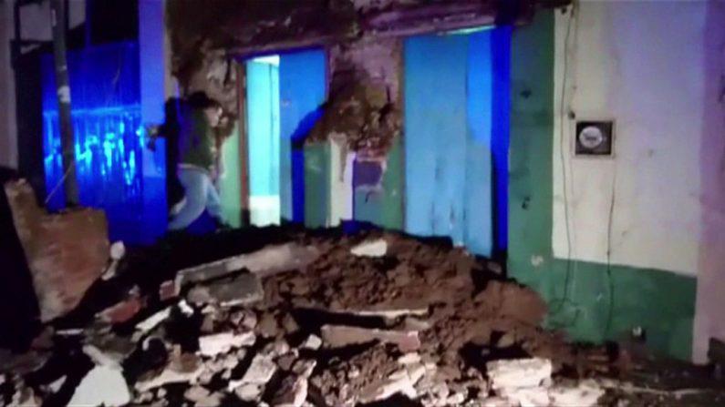 Un video grabado por AFPTV muestra daños a un edificio en el centro de Oaxaca el 8 de septiembre de 2017 después del poderoso terremoto de magnitud 8,2 que sacudió a México el 7 de septiembre. (OSCAR GARCIA / AFP / Getty Images)