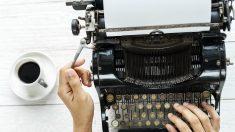 Crea asombrosas obras con sólo 3 teclas de una máquina de escribir a pesar de su parálisis cerebral