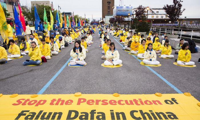 Protesta pacífica de practicantes de Falun Gong en N. York pidiendo por el fin de la persecución a Falun Dafa.