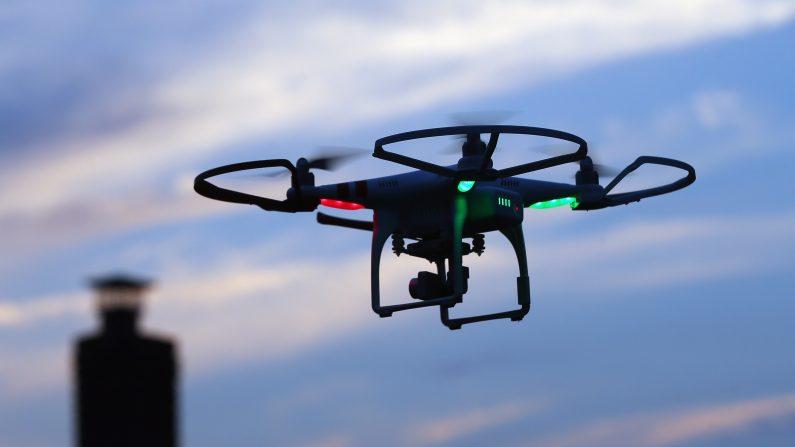 ¿Con que propósito un drone sobrevuela una escuela en Estados Unidos?