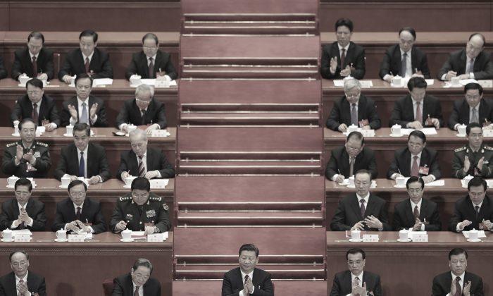 El líder chino Xi Jinping (centro) y los altos líderes asisten a una cumbre del partido, el Congreso Nacional del Pueblo, en Beijing, 15 de marzo de 2017. (Lintao Zhang/Getty Images)
