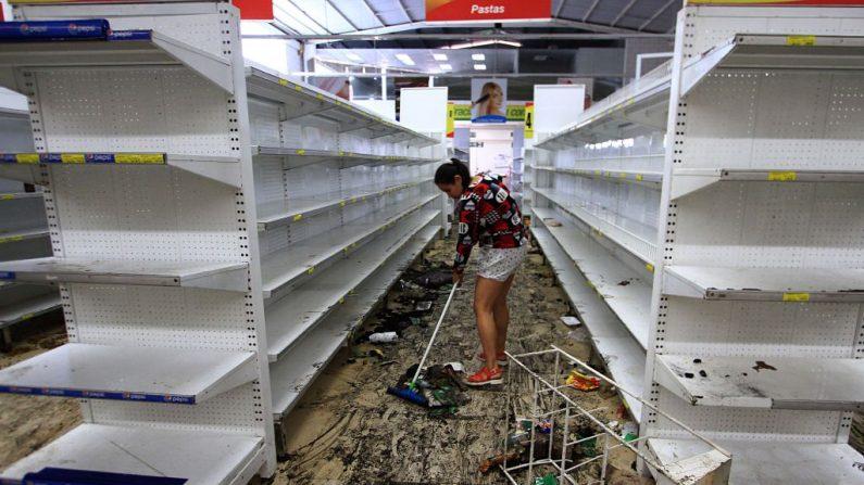 Supermercado saqueado durante una ola de protestas contra el gobierno de Venezuela el 17 de mayo de 2017. (GEORGE CASTELLANOS / AFP / Getty Images)