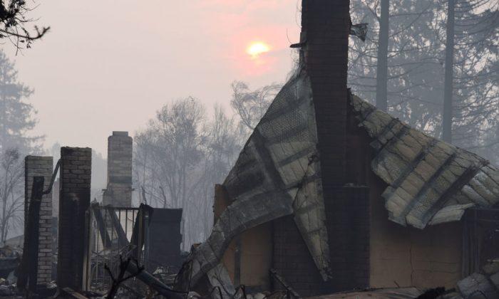 Casas destruidas por incendios forestales en Santa Rosa, California, el 11 de octubre de 2017. (Robyn Beck/AFP/Getty Images)