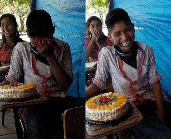 Emotivo momento en el que un niño recibe su primer pastel de cumpleaños, se hace viral