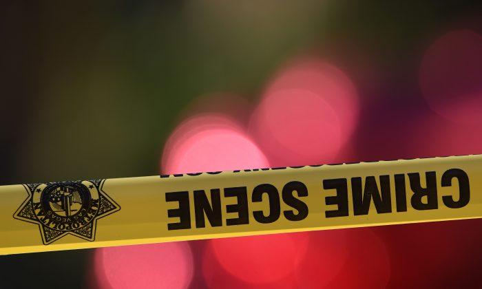 """Chicago: Con la misma pistola usada para robar a un puesto de """"hot dogs"""", el ladrón se dispara accidentalmente"""