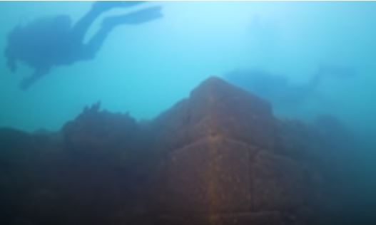 Descubren en un lago de Turquía una fortaleza perdida de 3000 años