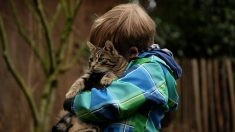 Héroe argentino salta y recoge en el aire a niño de 4 años que caía de su balcón en Italia