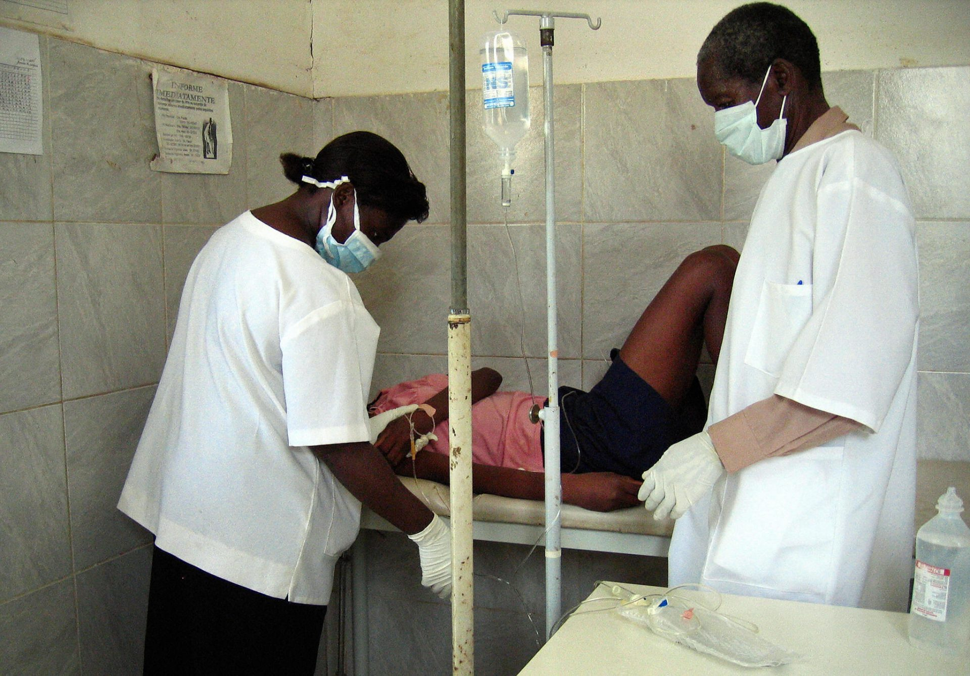 """Alerta en África: aparece virus tan potente como el ébola, en una etapa los pacientes parecen como """"fantasmas"""""""