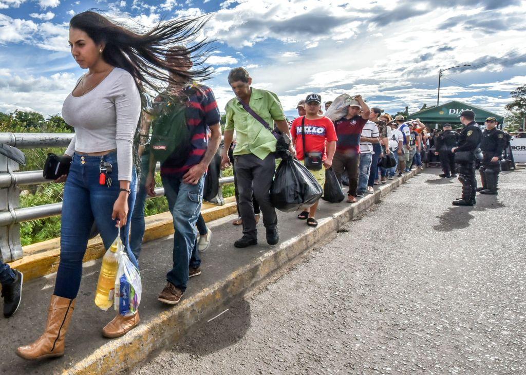 Cientos de miles de venezolanos han migrado a otros países de la región en los últimos meses, pero existe preocupación por las consecuencias y la falta de capacidad para contener la situación.(Getty Images)