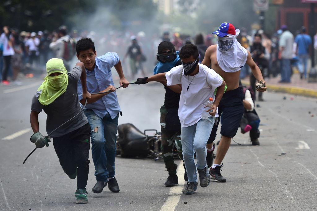 Las protestas en contra del gobierno de venezuela han resultado en muchas muertes y el potencial de que la situación se agrave es alarmante. (Getty Images)