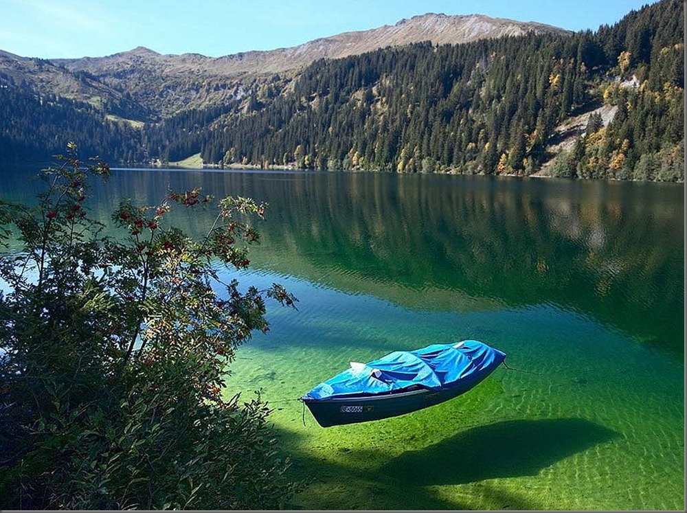 Este lago es el más claro del mundo pero por esta singular razón jamas podrás nadar en él