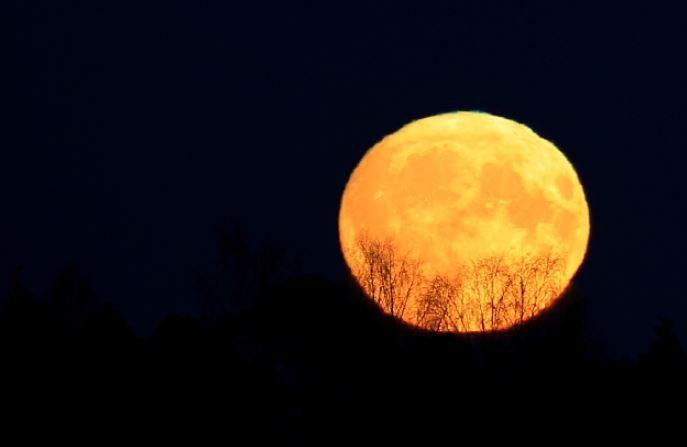 Pirjo Koski muestra su Luna casi LLena del 3 de noviembre desde Laitila, al oeste de Finlandia.(Speace Weather Gallery)