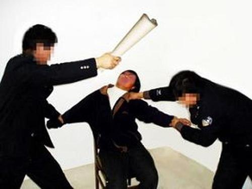 Terribles torturas y abusos hacia las mujeres creyentes en los centros de detención y 'lavado de cerebro' chinos