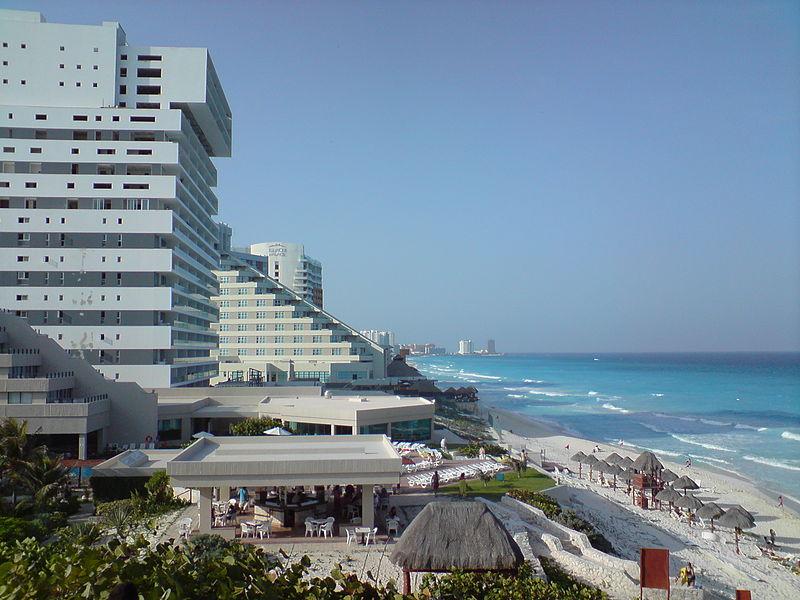 Ofrecen 10 mil dólares mensuales por vivir en Cancún, solo con una condición