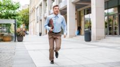 ¿Llegas tarde o temprano al trabajo? Especialistas describen cómo funcionan ambas personalidades