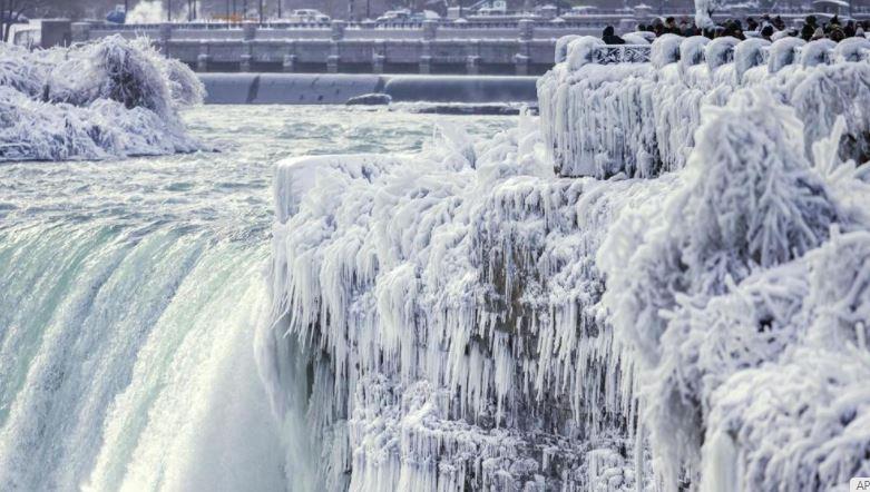 Hace tanto frío que las cataratas del Niágara se están congelando (Fotos)
