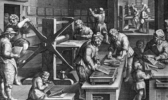 El arte del grabado y la impresión de placas preparadas usando una gran imprenta, Circa 1600. Arte Original: Grabado por J Stradenus (1523 - 1605). (Hulton Archive/Getty Images)