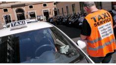 Taxista argentino es criticado por circular por la acera, pero tenía una poderosa razón