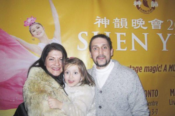 Empresario fascinado por la expresividad de la danza clásica china en Shen Yun