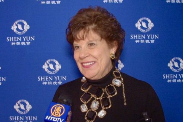 Ex Primera Dama del Estado de Alabama vuelve a ver por tercera vez a Shen Yun