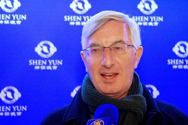 Ejecutivo de Finanzas dice que las proyecciones de Shen Yun son 'sumamente inteligentes'