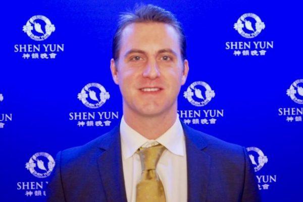 CEO disfruta de la positividad de la actuación de Shen Yun