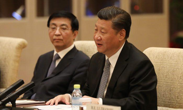 El líder chino Xi Jinping habla con el Primer Ministro Italiano Paolo Gentiloni (no se encuentra en la imagen) durante una reunión bilateral en la Casa de Invitados de la Finca Diaoyutai, 16 de mayo de 2017, Beijing, China. (Photo by Wu Hong-Pool/Getty Images)