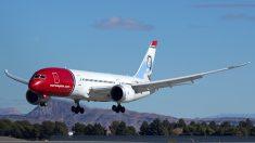 85 fontaneros que volaban hacia Múnich fueron obligados a aterrizar por defecto en inodoro del avión