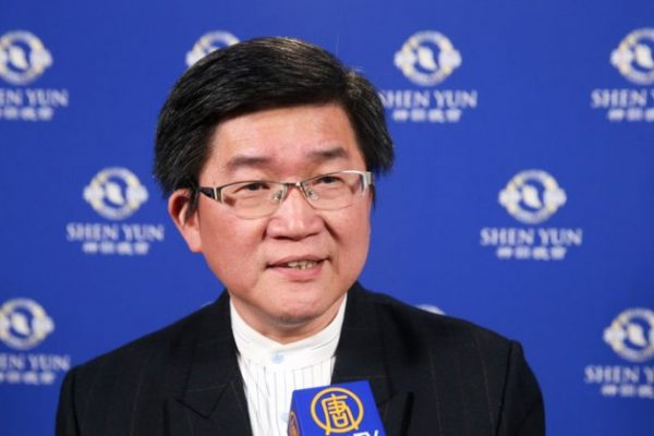 Director disfruta de las virtudes de la cultura tradicional china en Shen Yun