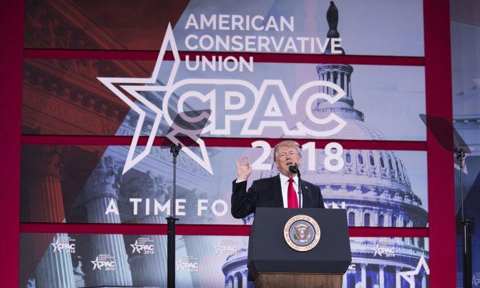 El presidente Donald Trump se dirige a la Conferencia de Acción Política Conservadora (CPAC) el 23 de febrero. (Crédito de Samira Bouaou / La Gran Época)