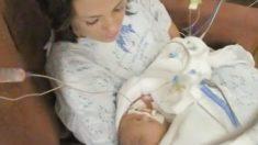 Arrulla la mamá a su recién nacido