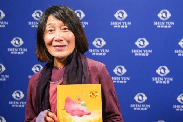 Presidente de Fundación disfruta la belleza de la bondad humana en Shen Yun