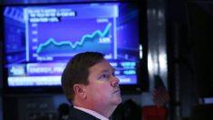 Acciones de EE.UU. caen en mercados volátiles mientras guerra de precios del petróleo se intensifica