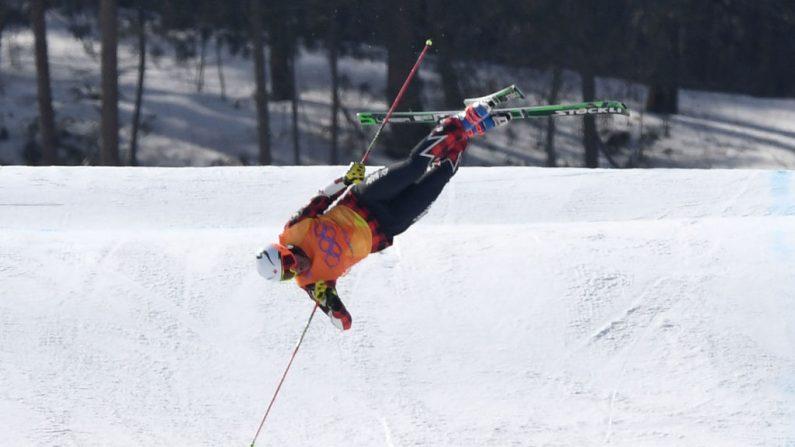 Christopher Delbosco, de Canadá, se estrella en la final de SkiCross masculino estilo libre en los Juegos Olímpicos de Invierno PyeongChang 2018, en Phoenix Snow Park, el 21 de febrero de 2018, en Pyeongchang-gun-Corea del Sur. (Crédito de David Ramos / Getty Images)