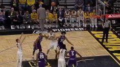 Video: Jordan erra un tiro libre para dejar el récord al legendario basquetbolista Chris Street