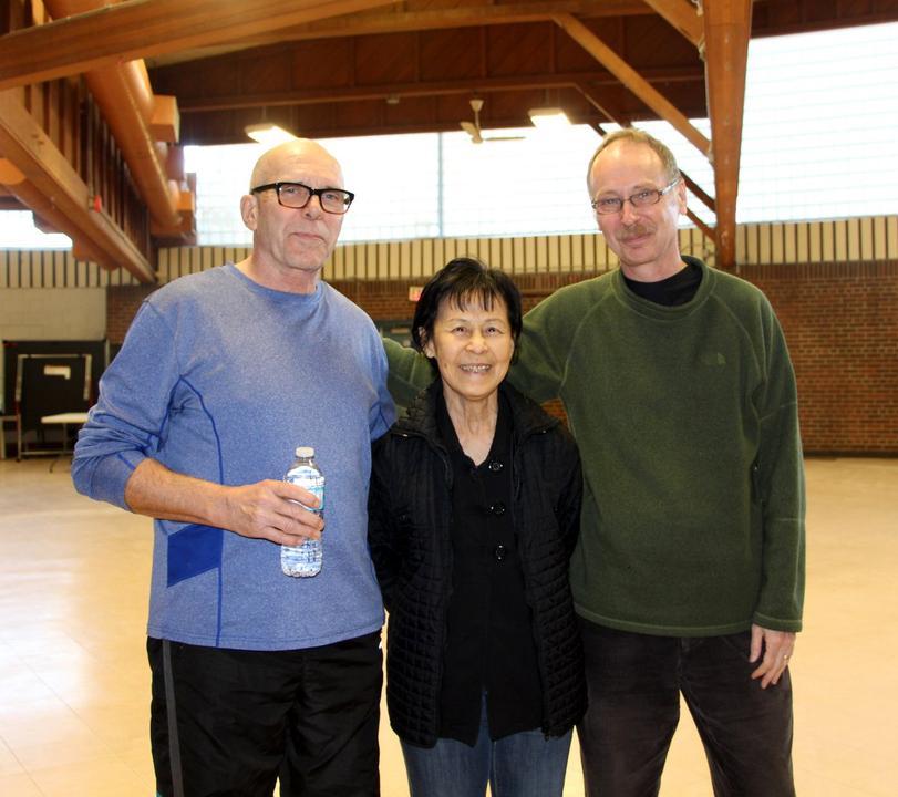 Patrick (izquierda) pudo dejar de fumar después de 53 años gracias a su práctica de Falun Gong. (La Gran Época)