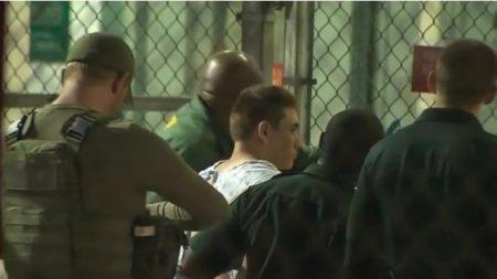 El tirador de Florida enfrenta 17 cargos por asesinato en la masacre de la escuela Parkland