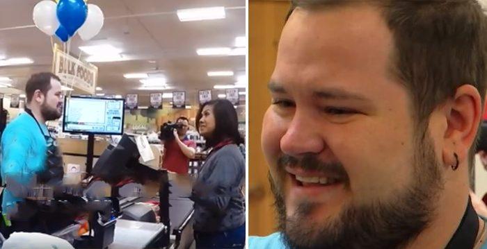 Cliente le dice a cajero sordo que mire dentro de caja misteriosa, ¡lo que vio lo dejó llorando!