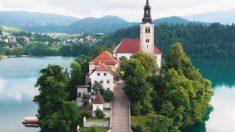 Esta isla eslovena es tan impresionante que parece sacada de un cuento de hadas